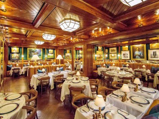 bàn ghế nhà hàng sang trọng