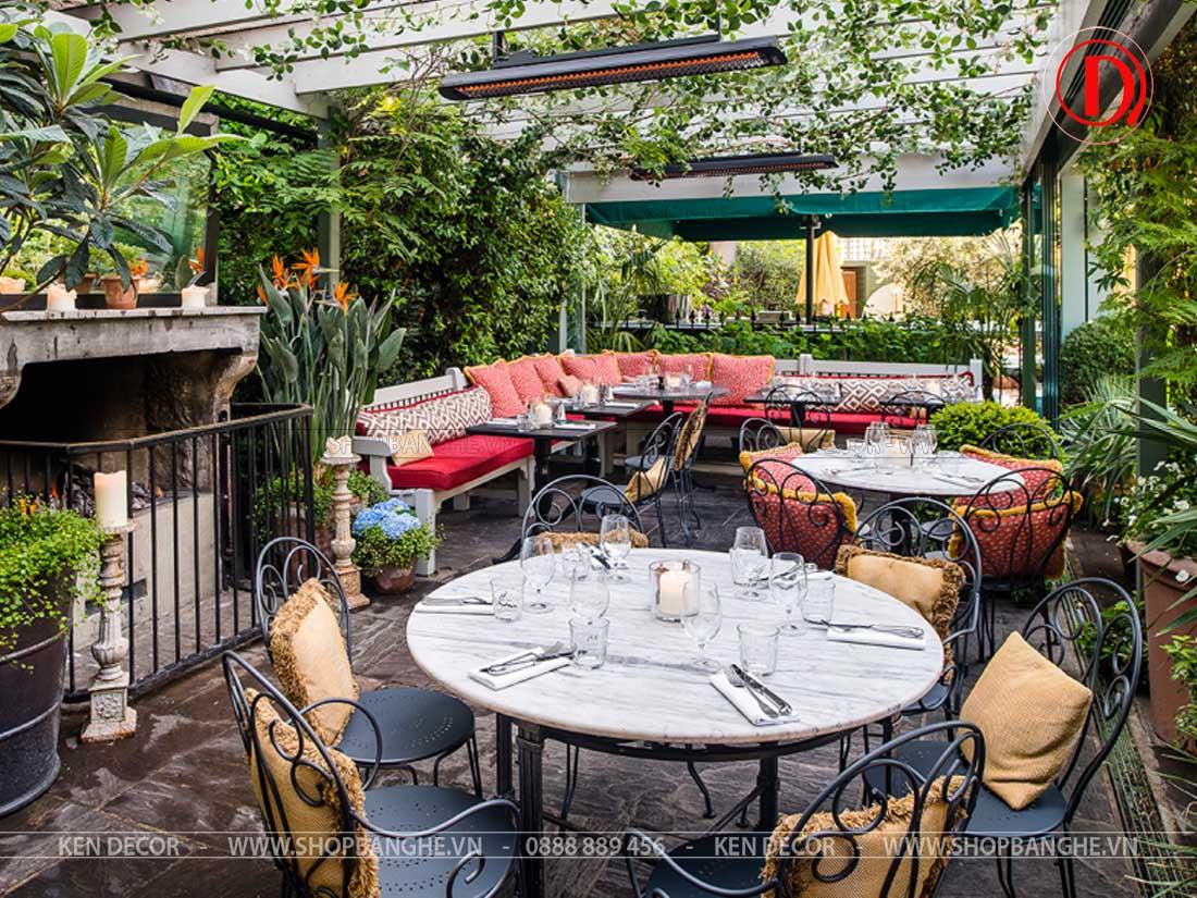 bàn ghế nhà hàng ngoài trời