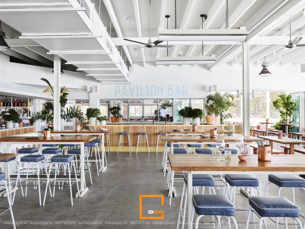 quán cà phê ven biển sử dụng màu sắc tươi sáng