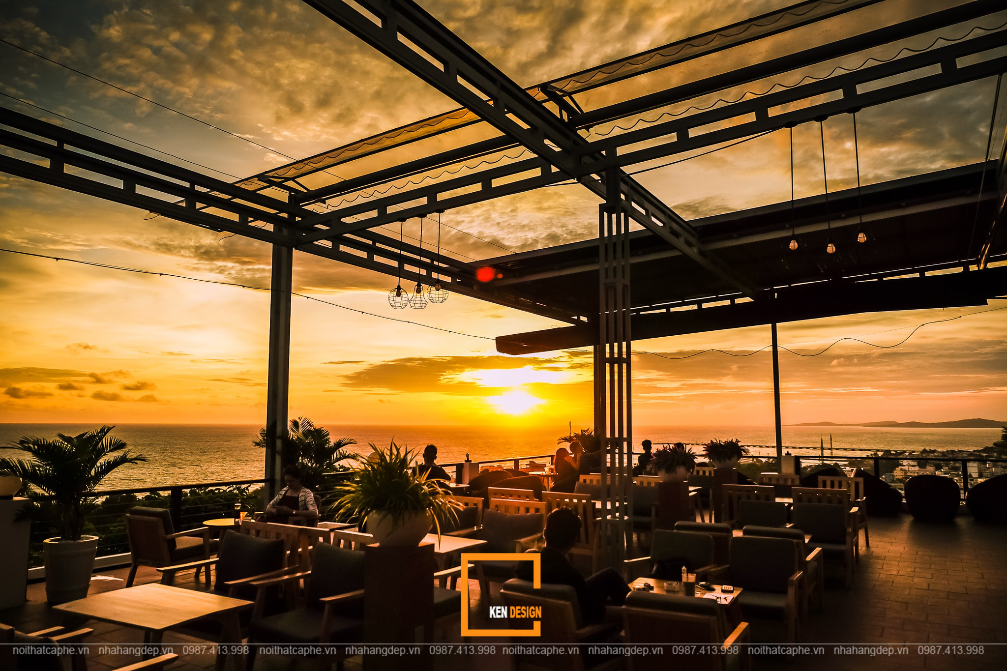 quán cà phê ven biển tận dụng tối đa ánh sáng tự nhiên