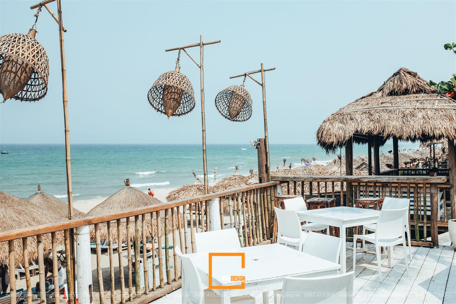 quán cà phê ven biển sử dụng những chất liệu có độ bền cao