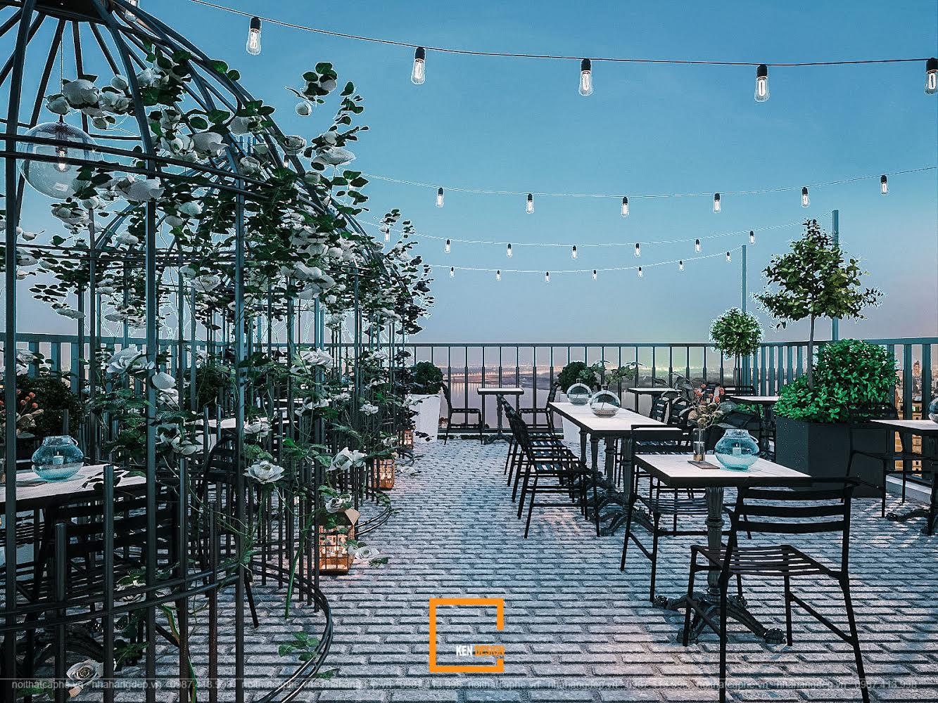 quán cà phê ven biển sử dụng đa dạng các loại bàn ghế